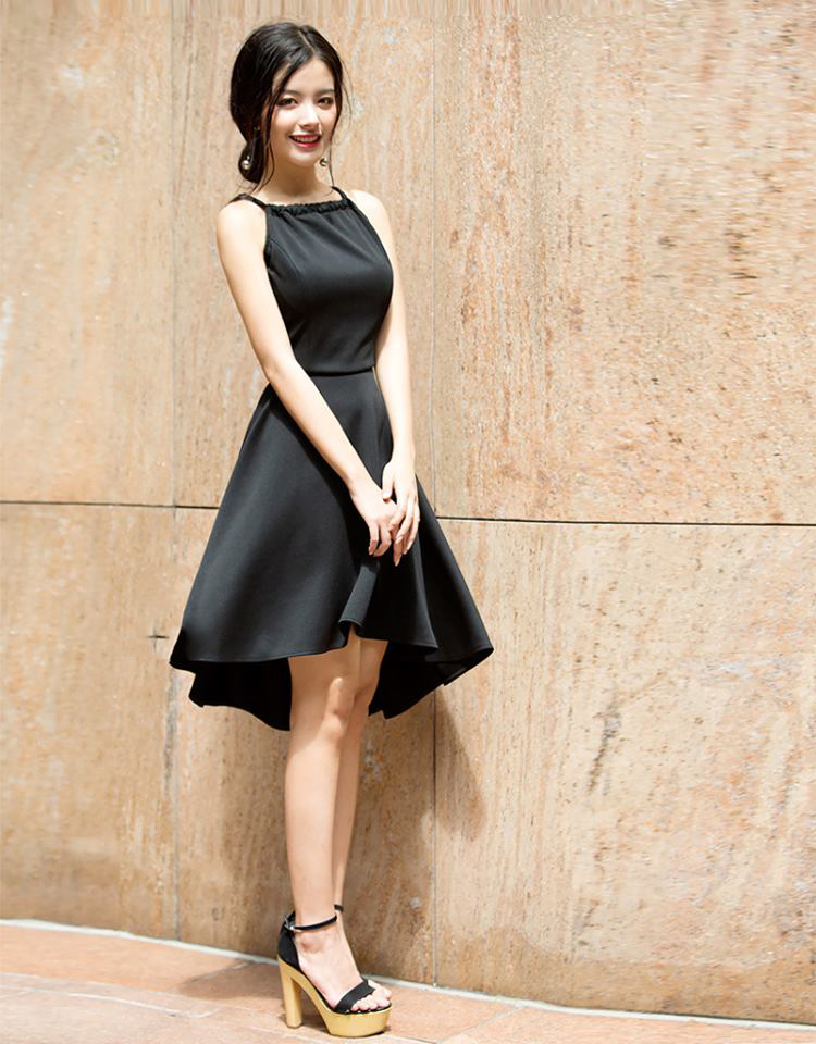 Cách phối đồ với chân váy xòe đen theo kiểu dáng